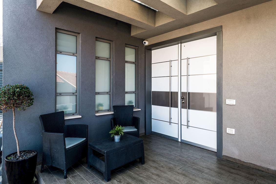 דלת כניסה – דוגמה לעיצוב כניסת הבית