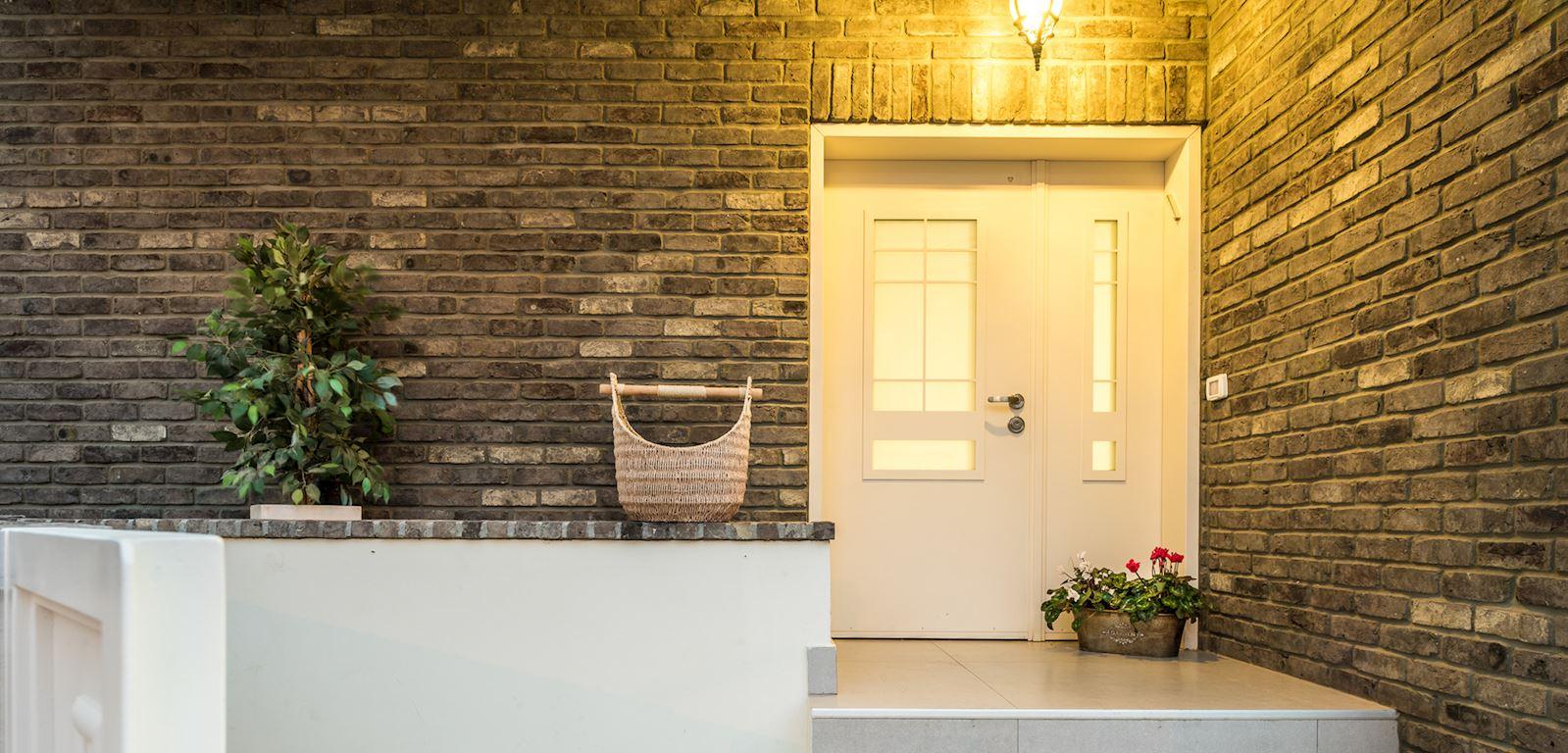 דלת כניסה מעוצבת - רב בריח