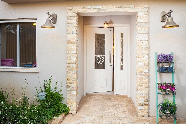 דלתות כניסה אפשר למצוא בסגנונות שונים – רב בריח